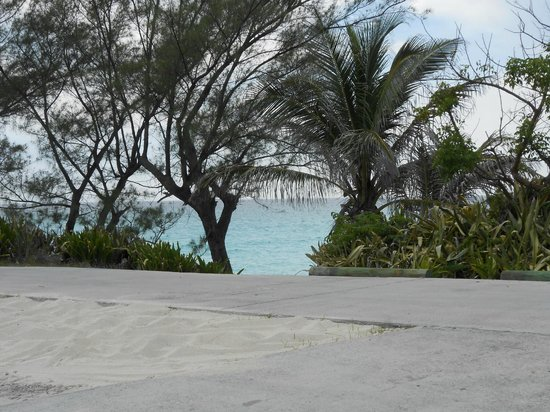 Bimini Ocean Villas: sitting on the front porch