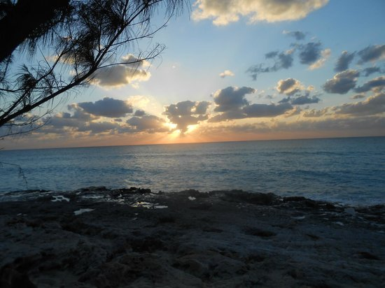Bimini Ocean Villas: Sunset from ocean view