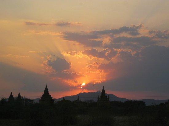Kumudara Hotel Bagan: Sunset
