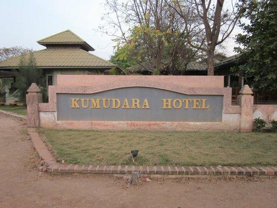 Kumudara Hotel Bagan: Front