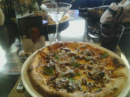 Wolfgang Puck Bar & Grill - LA Live : Mushroom Pizza