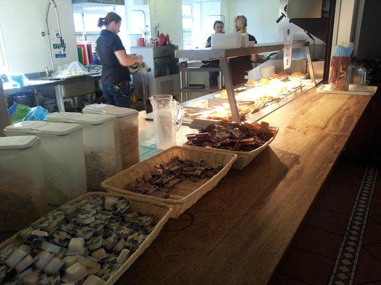 Palmers Lodge Hillspring: The breakfast spread