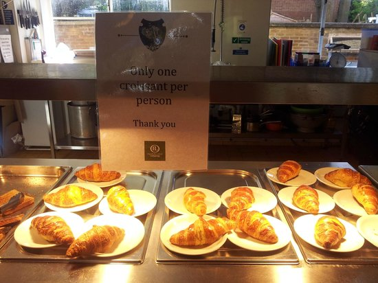 Palmers Lodge Hillspring: Croissant is nice and warm but limited to 1 per person