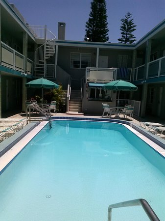 Camelot Beach Resort : poolview facing office