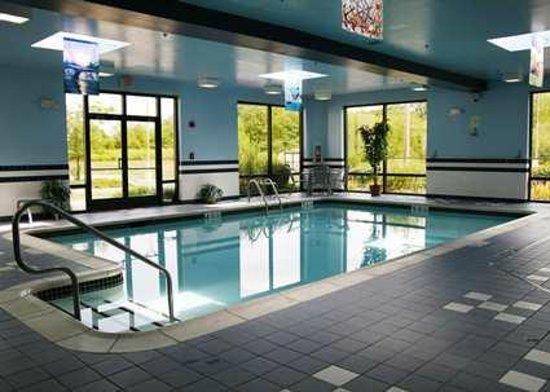 Hampton Inn Flemington: Indoor pool
