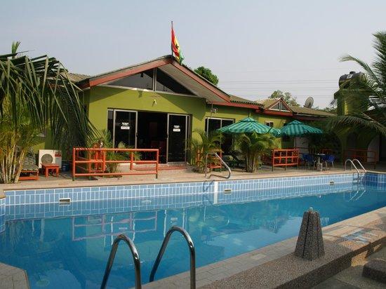 Kaysens Grande Hotel : Poolside