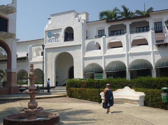 Marina Hotel & Resort: Entrada del hotel