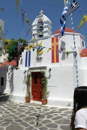 Argo Hotel Mykonos: churh in Mykonos Town