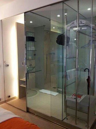 Design Hotel Josef Prague: Bagno di vetro
