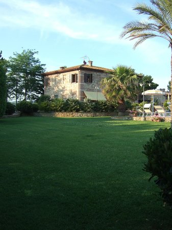 Podere Gli Olmi : podere e giardino
