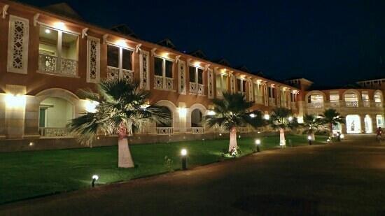Boudl Half Moon Resort: resort front