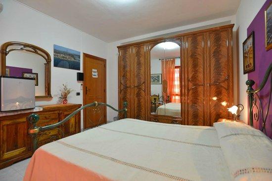 camera letto matrimoniale - Foto di L\'Edera di Gavina, Alghero ...