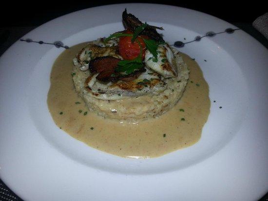 Restaurant le 28 : Plat : médaillon de lotte, magret et son risotto