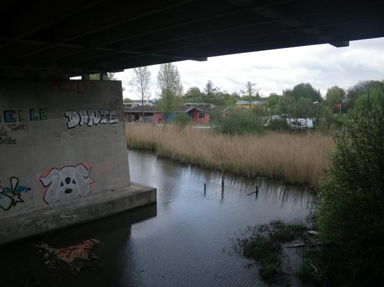 Camping Zeeburg: Accès à pied par le pont