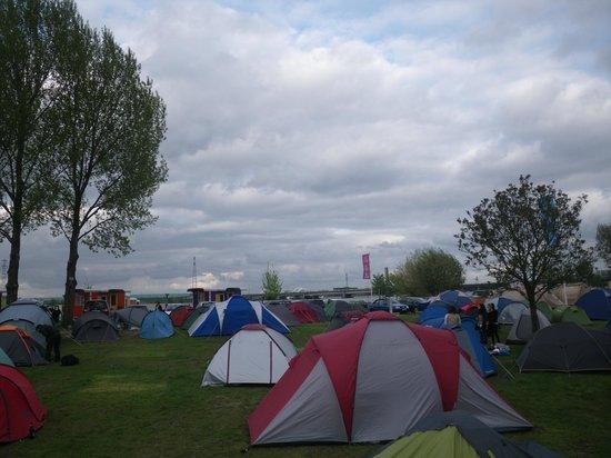 Camping Zeeburg: Affluence du 8 Mai (et encore certains étaient déjà partis)