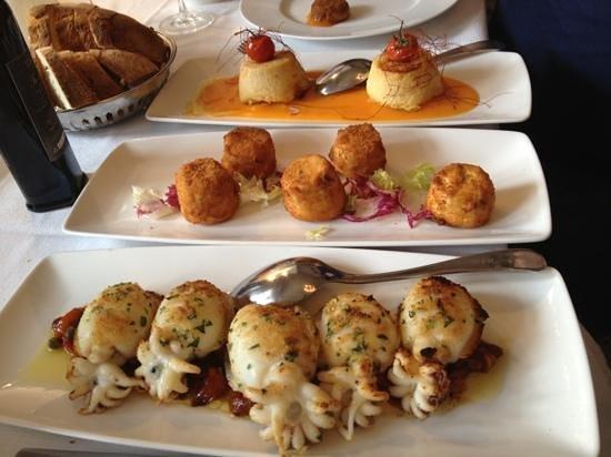 Osteria di Chichibio: Seppioline-Ricottine Fritte- Tortini baccalà su vellutata di zucca