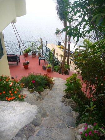 TOSA La Laguna: Flower-lined stairways