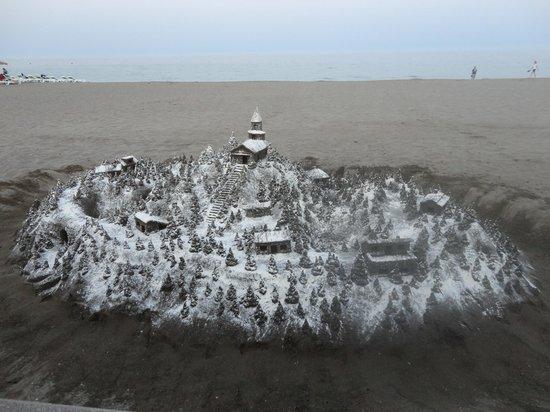 Playa La Carihuela: Winter Scene sand sculpture