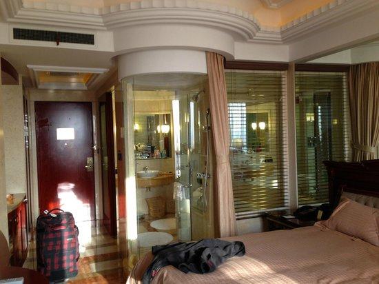 Baijin Hanjue Hotel : View from bed to shower/bath