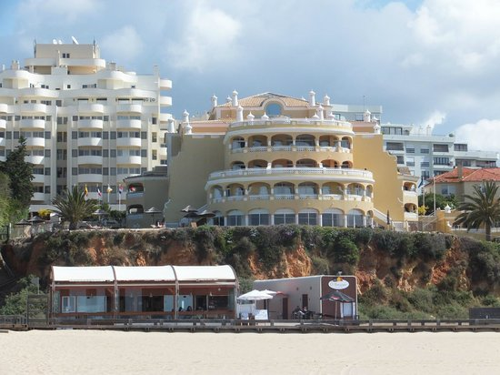Hotel Oriental: view of the hotel from the beach