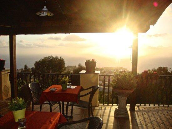 مونتي سولارو: Sunset from the terrace