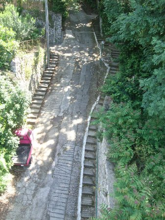 Monte Solaro: The steep hill to the B&B