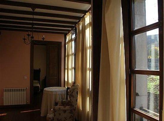 Casa Rural La Boleta: Detalle de salón de estancia en la Boleta