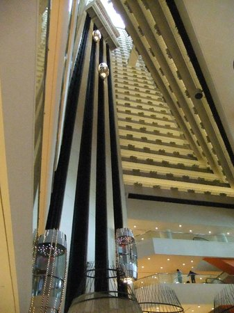 Pan Pacific Singapore: Interior view including lifts
