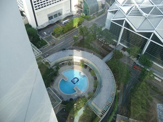 Pan Pacific Singapore: The pool from the exterior lifts