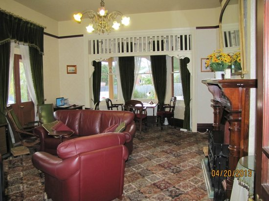 Orana House Heritage Bed & Breakfast : Relaxing common area