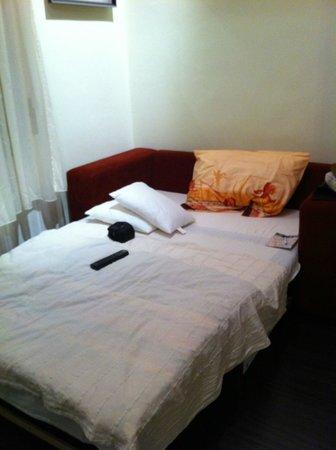 Boomerang Hostel and Apartments: Sofá-cama
