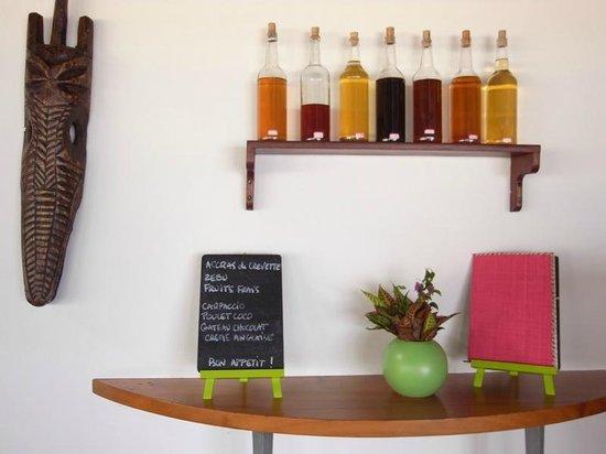 Antoremba - Lodge: menu & bottles of rum