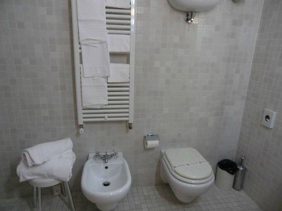 Hotel Italia: 302 Large Bath