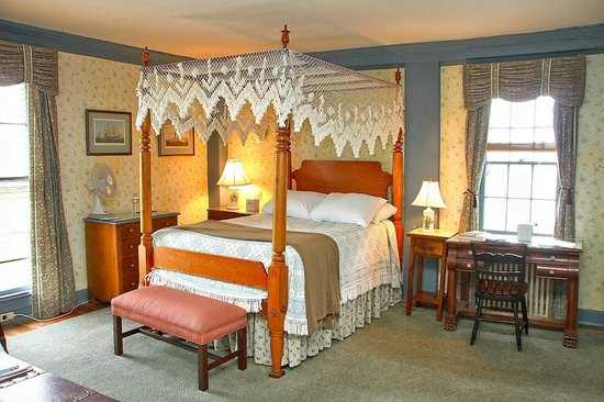 Robert Morris Inn: Admiral Room #2