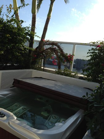 Trump International Beach Resort: Jacuzzi