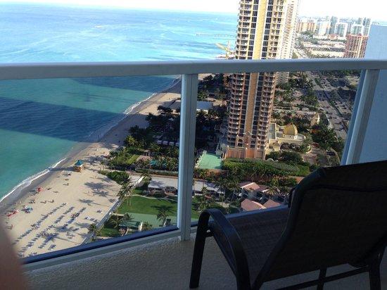 Trump International Beach Resort: Small Patio
