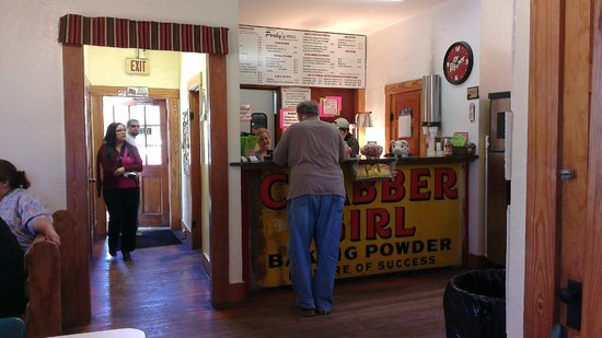 Porky's Hamburgers & Onion Ring Co: Porky's is inside a converted house