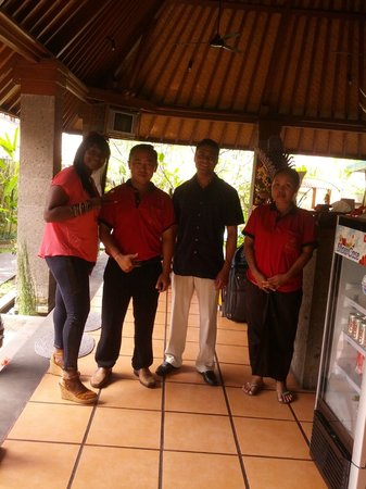 Tunjung Mas Bungalows: Last day with a great staff