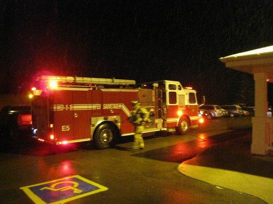 Travelodge Suites Moncton: Feuerwehr mitten in der Naht