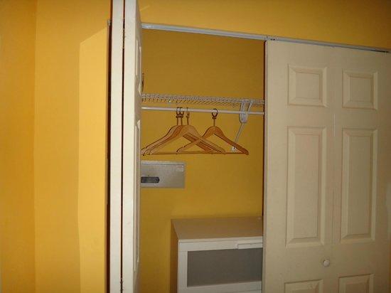 Villa Paradiso: closet