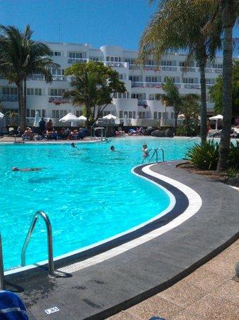 Hipotels La Geria: Very Generous Pool