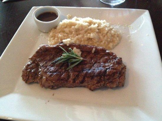 Noah Restaurant & Lounge: Sirloin