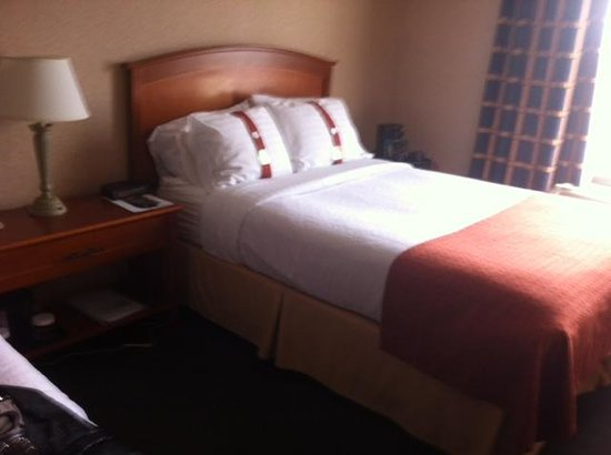 Holiday Inn Halifax Harbourview: Comfy beds - the double is not a standard size double - really for one.