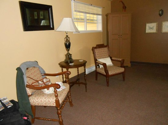 The Wandering Dog Inn: Our room