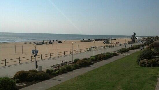 Residence Inn Virginia Beach Oceanfront: view of beach from balcony... Neptune on the right