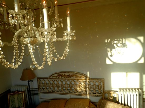 Chateau and Tudor Rooms, Saugerties Bed and Breakfast: amazing light all day