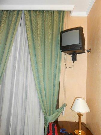 Montreal Hotel : El pequeño televisor