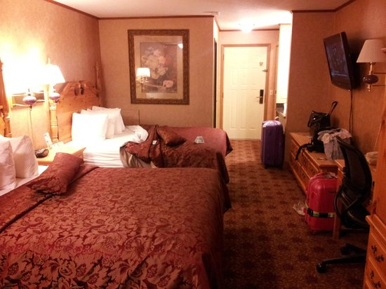 Best Western Plus Dockside Waterfront Inn: Lakefront room with two queen beds