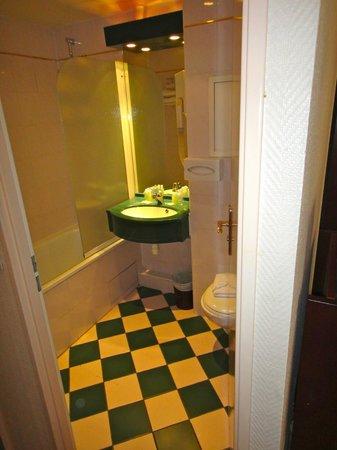 Pavillon Villiers Etoile: Bathroom