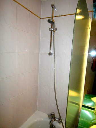 Pavillon Villiers Etoile: Shower